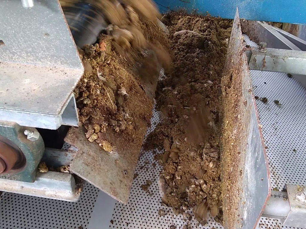 Manure falls on the next tier with perforated belts